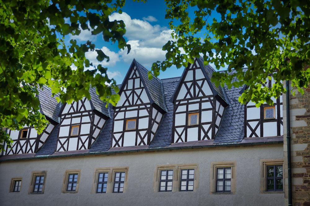 St. Annenkirche Eisleben mit Steinbilderbibel (Foto: SMG)